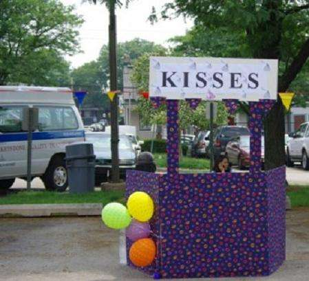 Name:  Kisses for sale.jpg