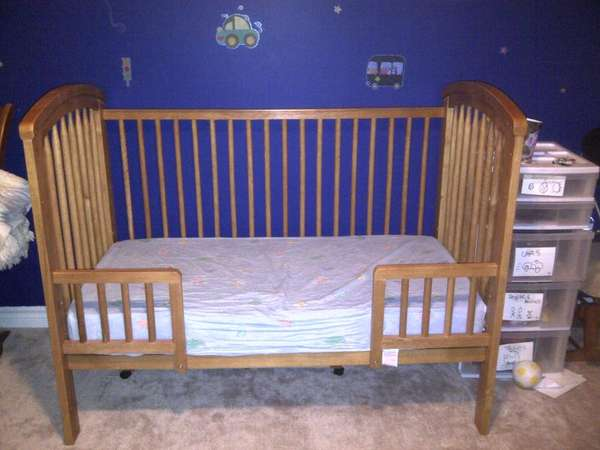 Selling Selling 4 In 1 Convertable Crib